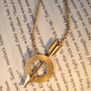 Gold Piercing Arrow Lariat Necklace